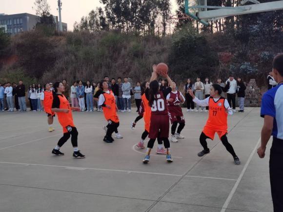 青春无畏,逐梦扬威——迎新杯篮球赛
